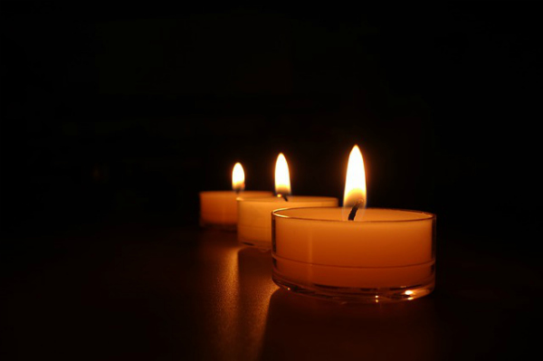 candles-488583_640