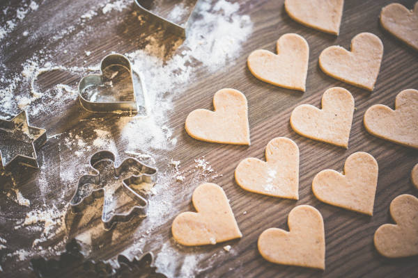 christmas-baking-lovely-yummy-hearts-picjumbo-com