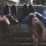 Dva příběhy oženském přátelství