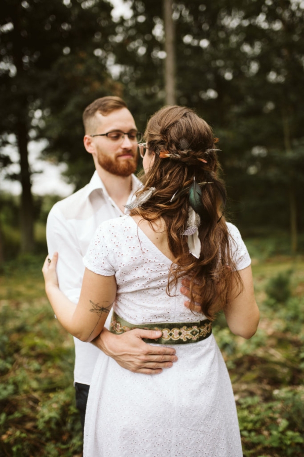 svatba vlasy peri uces